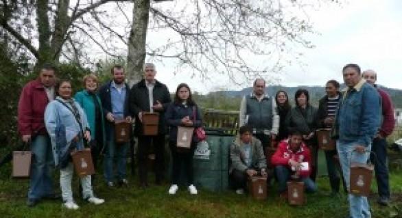 Piloña y Cogersa promueven el compostaje comunitario en los huertos sociales de Infiesto